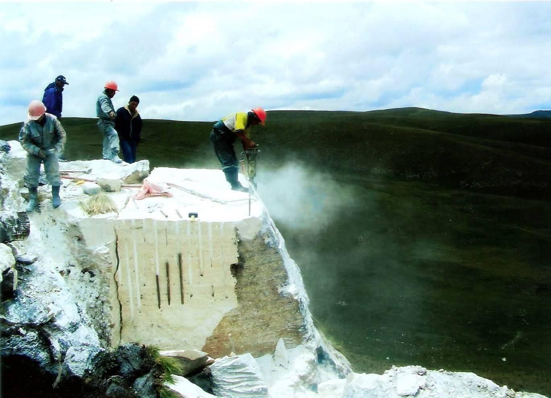 La historia del travertino peruano m rmol per for Origen del marmol